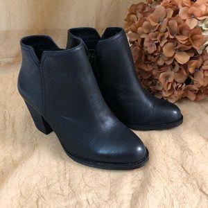 GIANNI BINI black leather upper booties. SZ 7.5